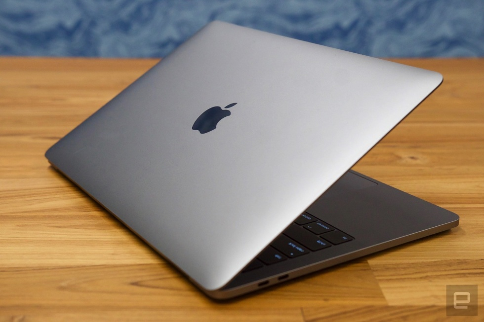 Read more about the article Apple Warns Customers Not To Close its Laptops With a Camera Cover